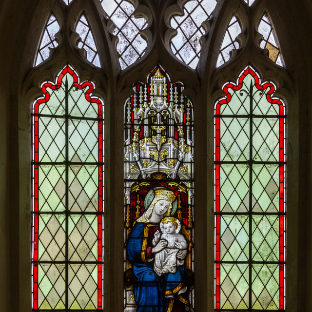 """""""Blessed Virgin Mary and baby Jesus stained glass window, c 1890-1900, Gedding..."""" stock image"""