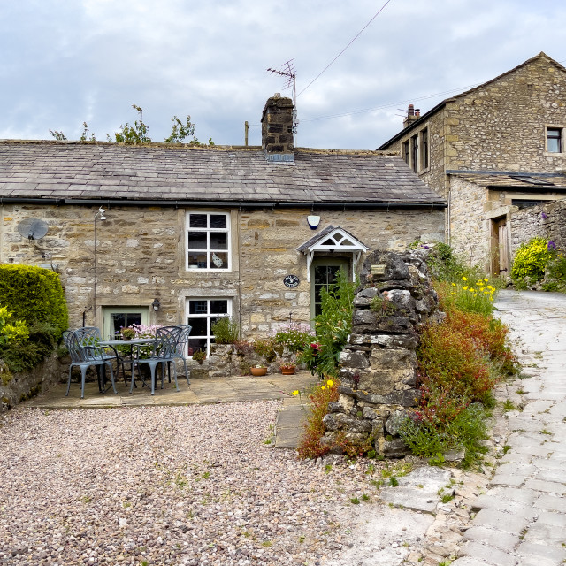 """""""Grassington, Yorkshire Dales, Cobbled Street with Pretty Cottage."""" stock image"""