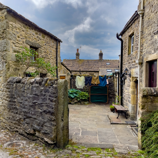 """""""Grassington, Cottage Yard, Washing. Yorkshire Dales."""" stock image"""