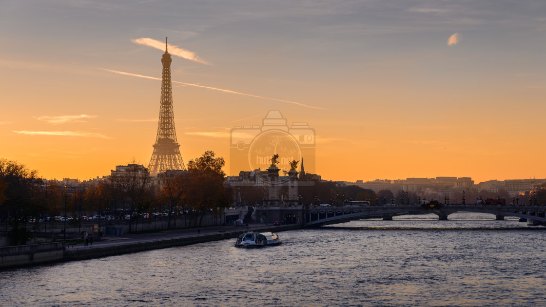 """La Tour Eiffel I (Wallpaper/Background)"" stock image"