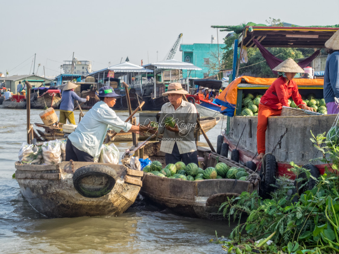 """""""Trading on the floating market - Cai Rang"""" stock image"""