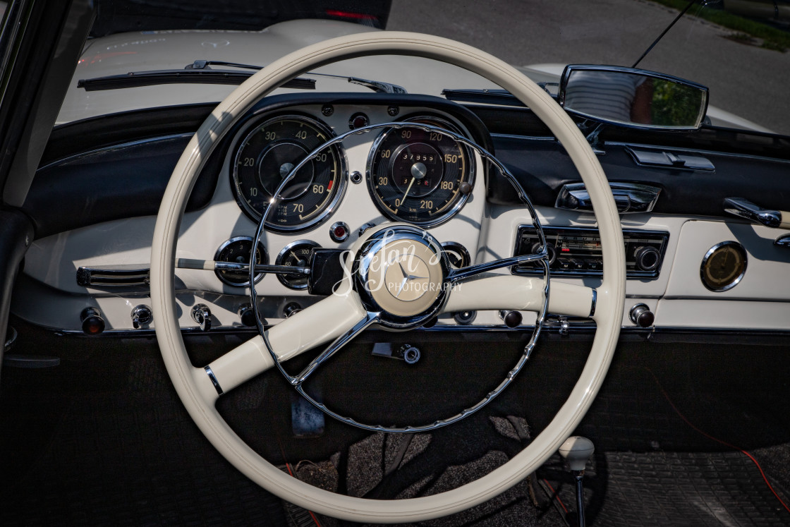 """""""Steering wheel of a Mercedes-Benz 190 SL"""" stock image"""