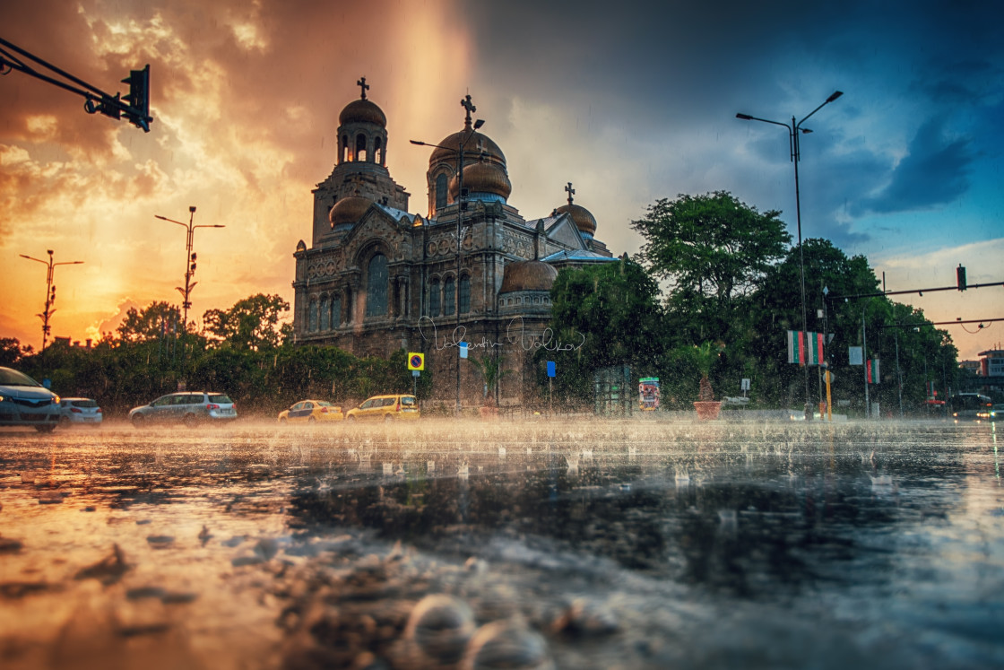 """""""The Cathedral of the Assumption in Varna and the street traffic."""" stock image"""