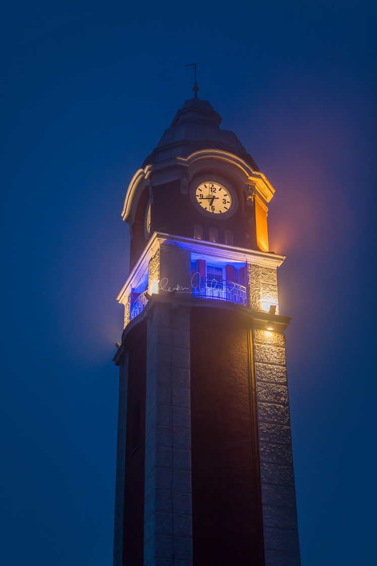 """""""Varna train station clock tower constructed between 1908 and 192"""" stock image"""