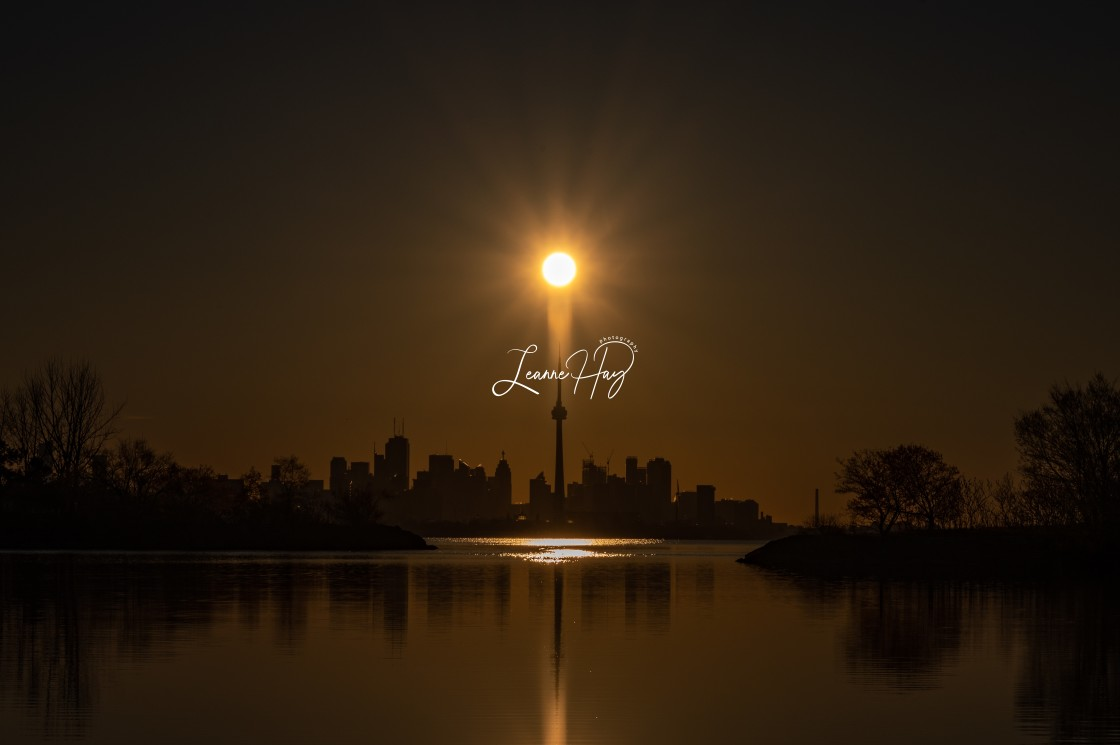 """""""CN Tower-Toronto's Star Attraction"""" stock image"""