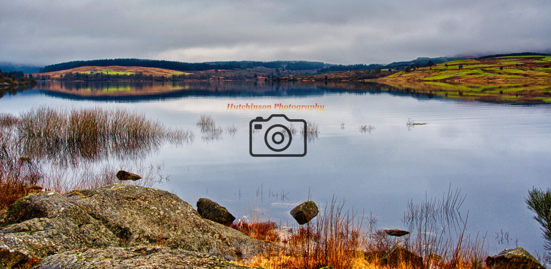 """""""Panoramic view of Clatteringshaws Loch"""" stock image"""