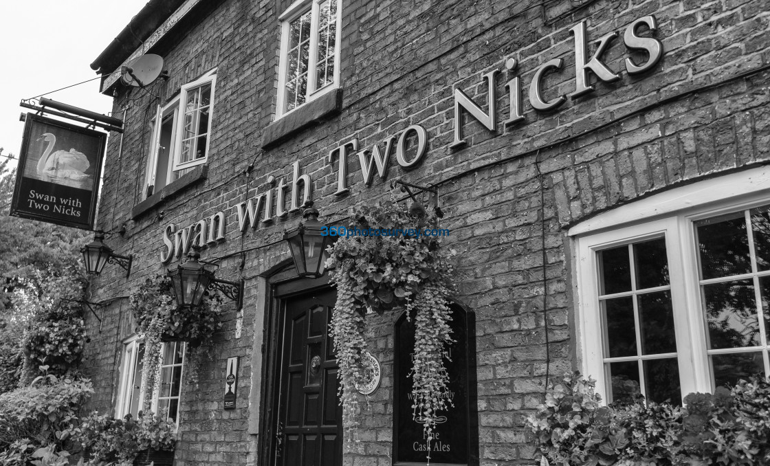 """Swan with two nicks pub 190822"" stock image"