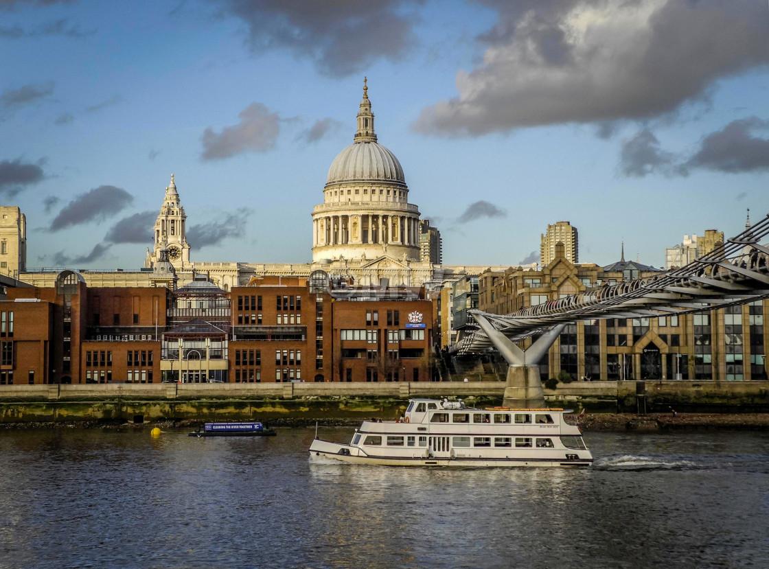"""Thames & St. Paul'"" stock image"