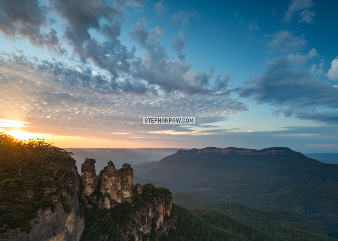 """Daybreak over the Three Sisters // Blue Mountains, Australia"" stock image"