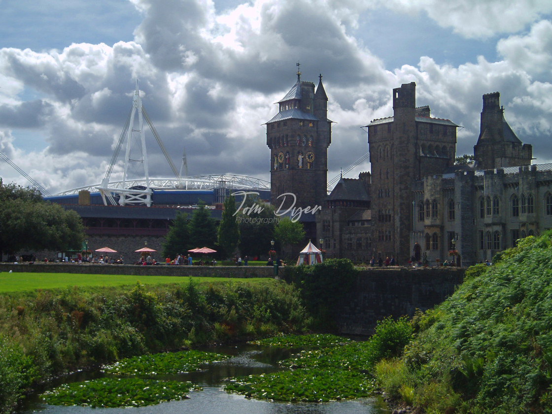 """Cardiff Castle and the Millennium (Principality) Stadium"" stock image"