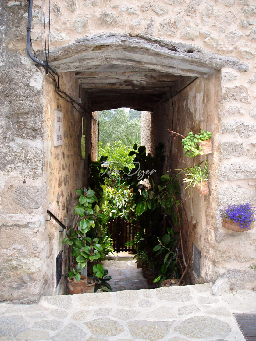 """""""Old Town Alleyway, Alcudia, Mallorca"""" stock image"""
