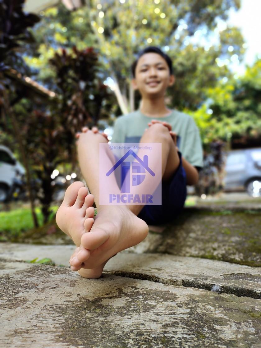 preteen barefoot boy photo stock picfair