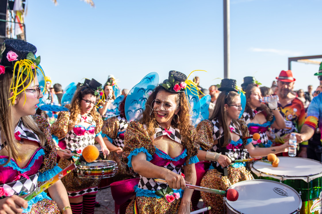 """Weather: Carnaval de Sesimbra 2nd March 2019, Sesimbra, Portugal People came out in force today to celebrate the first carnival of the year Carnaval de Sesimbra and to enjoy the glorious sunshine on the seafront."" stock image"