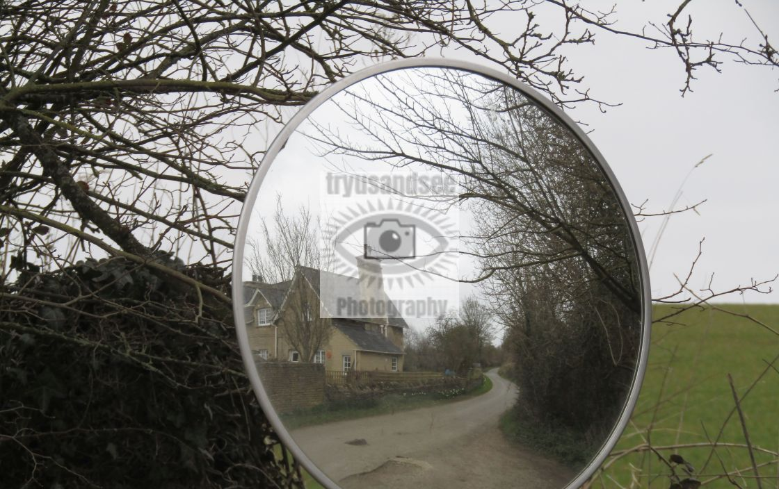 """""""Mirror reflection of Cotswold building"""" stock image"""