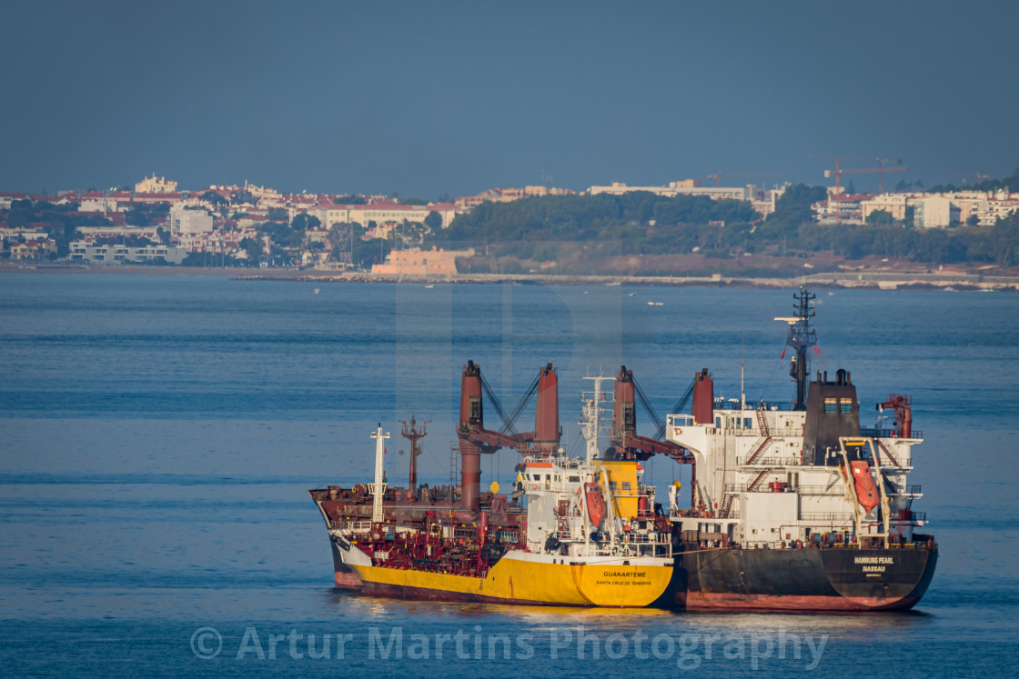 """Bulk carrier Hamburg Pearl being refuelled on Tagus River"" stock image"