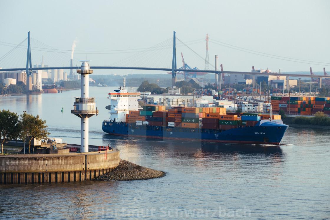 """""""Containerschiff Wes Gesa auf der Elbe im Hafen Hamburg"""" stock image"""
