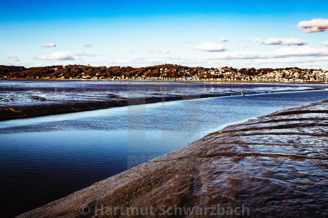 Panorama von Blankenese an der Elbe bei Ebbe