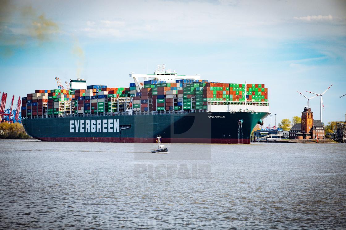 """""""Containerschiff Ever Gentle auf der Elbe"""" stock image"""