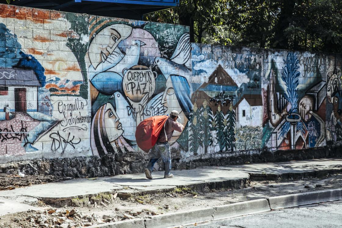 """""""Strassenszene mit Graffiti Fotoessay El Salvador """"Land hinter Gittern"""""""" stock image"""