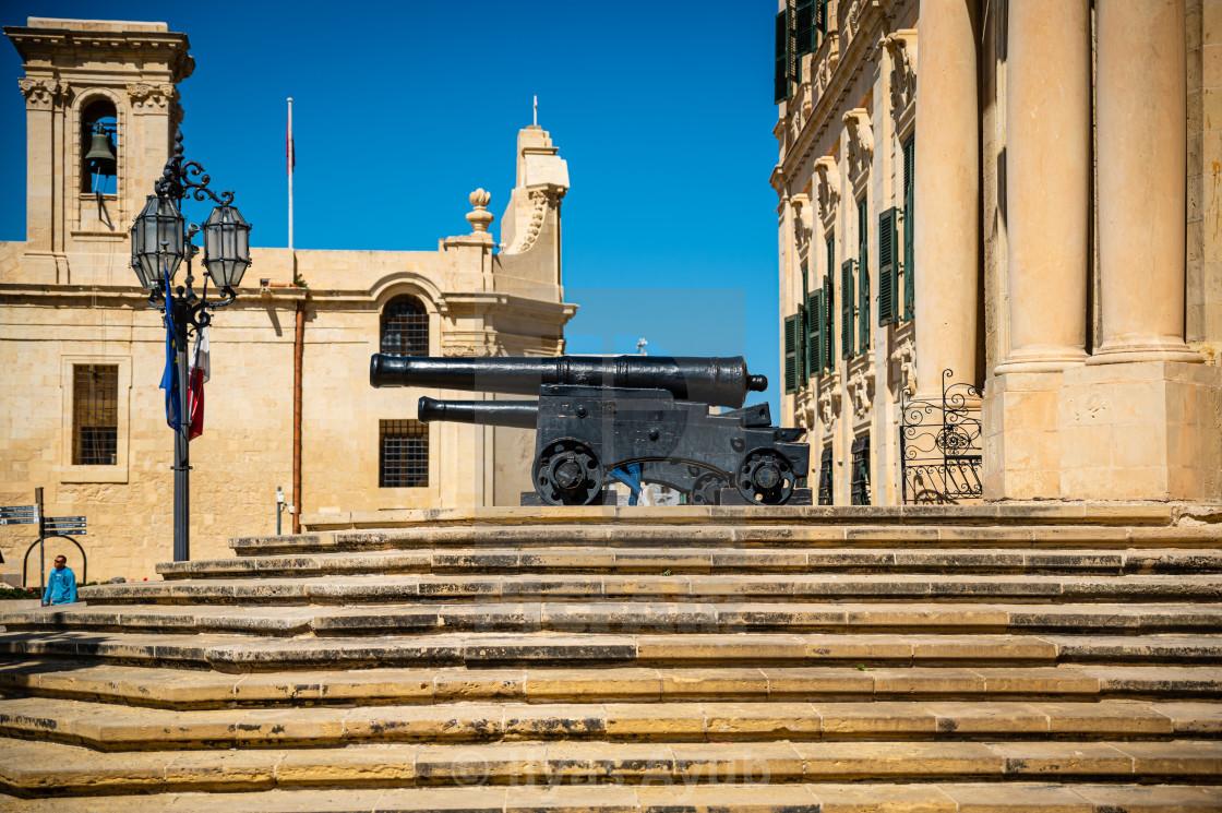"""""""Cannon outside Auberge de Castille, Valletta, Malta"""" stock image"""