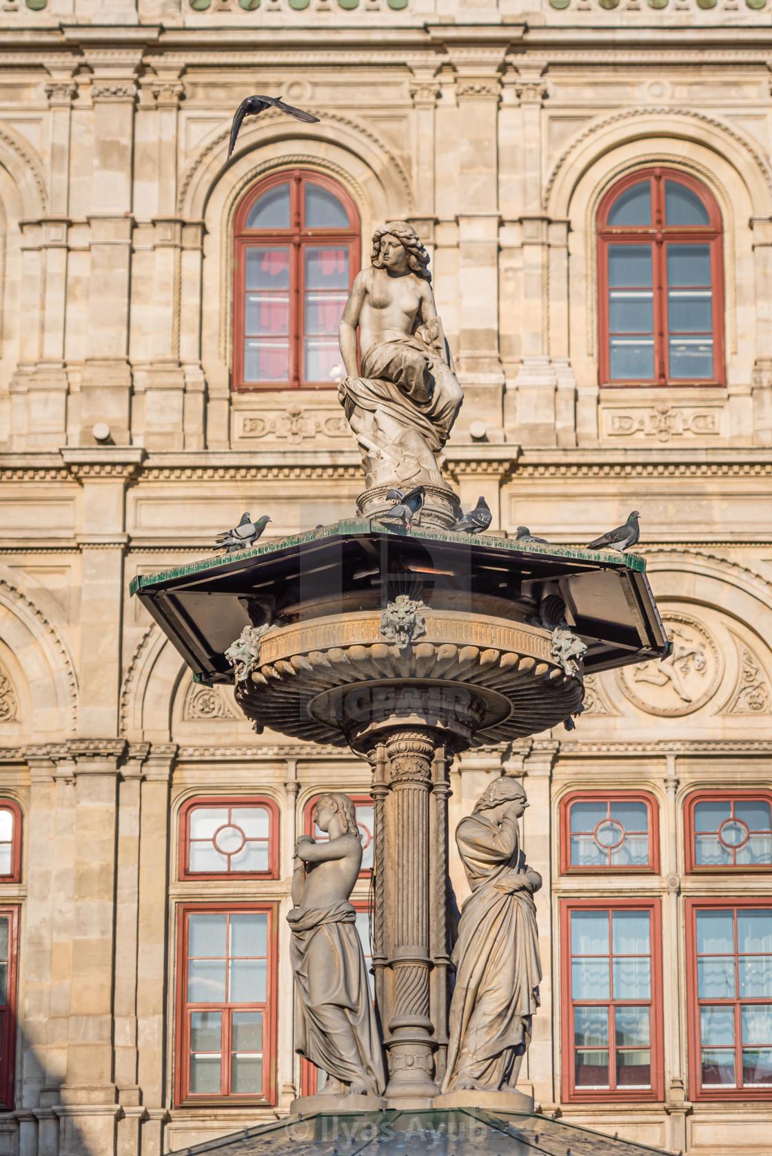 """Outside the Vienna Opera House (Wiener Staatsoper), Austria"" stock image"