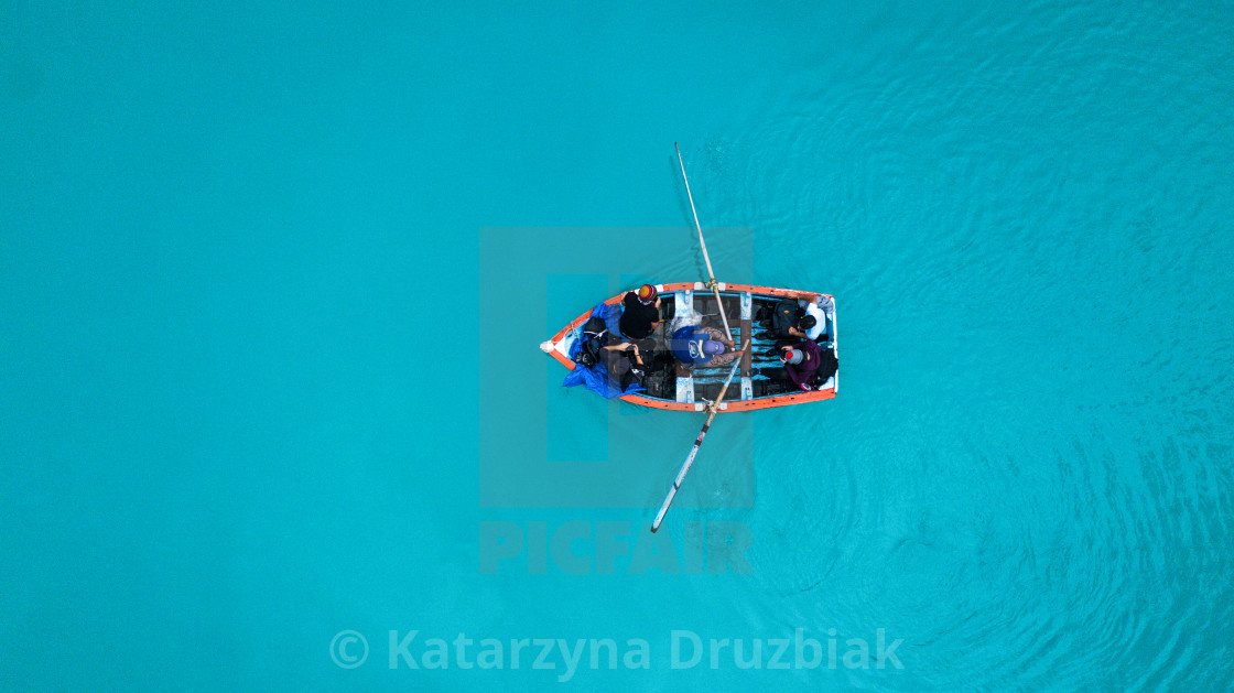 """""""Aerial top view on man paddling a touristic boat with four tourists"""" stock image"""