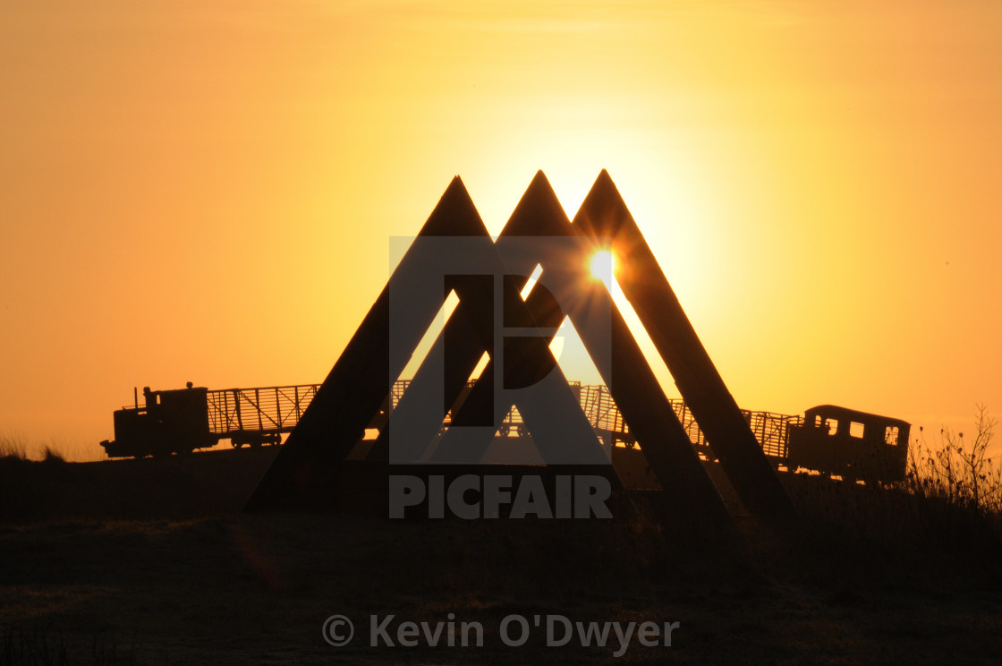 """60 Degrees sculpture by Kevin O'Dwyer. Skytrain by Michael Bulfin at sunset."" stock image"