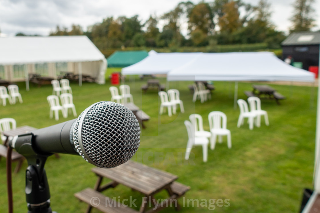 """""""October 10th 2020, Henlow, Bedfordshire, UK. An outdoor comedy gig set up in..."""" stock image"""