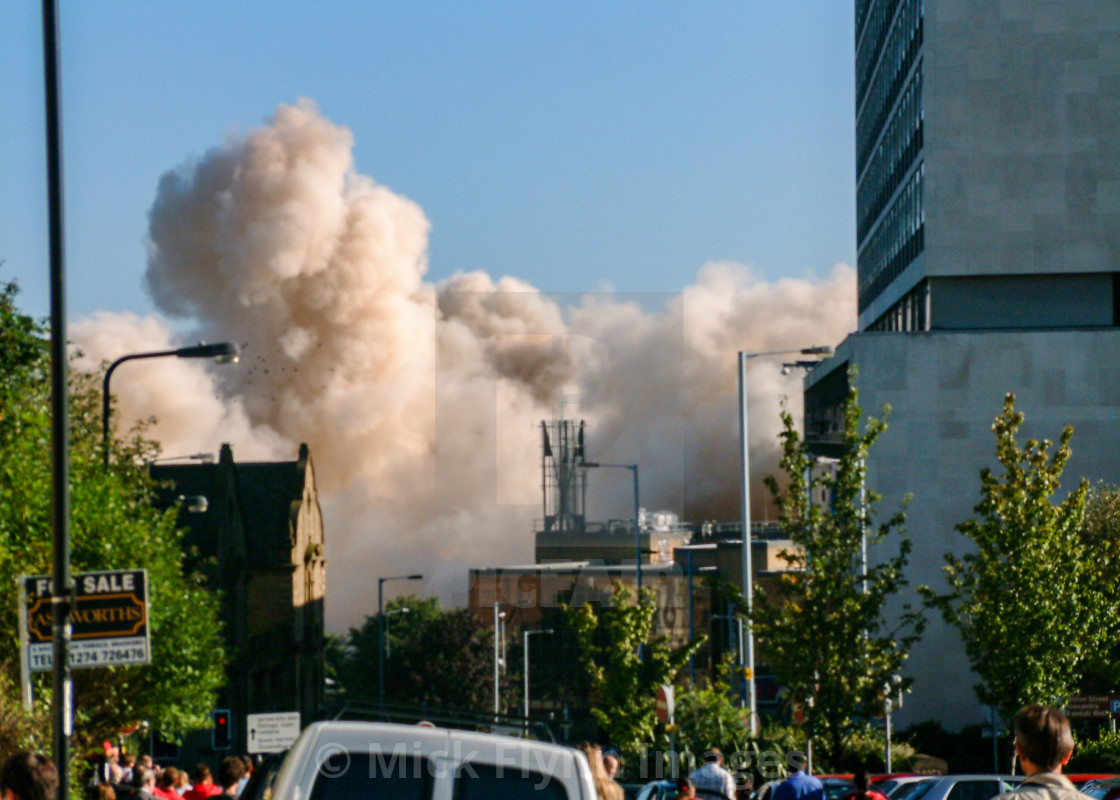 """""""National & Provincial (N&P) building society Headquarters demolition in Bradford, West Yorkshire, UK. Mon 2 Sep 2002."""" stock image"""