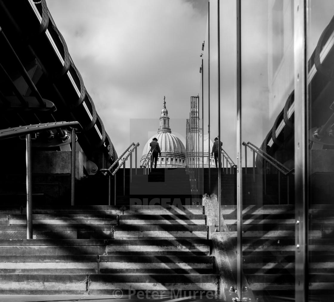 """""""Millennium Bridge/St. Paul's"""" stock image"""