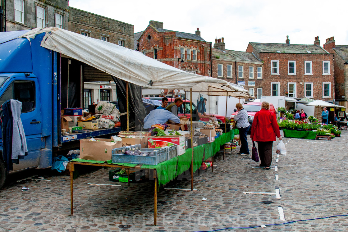 """Cobbled Market Place, Market Stall Displaying and Selling Vegetables.Richmond, North Yorkshire."" stock image"