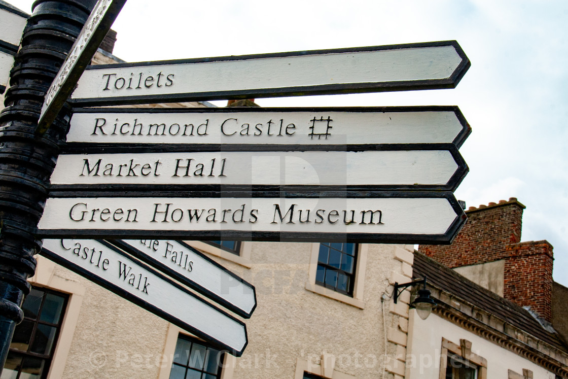 """The Green Howards Regimental Museum, Richmond, North Yorkshire. Signpost."" stock image"