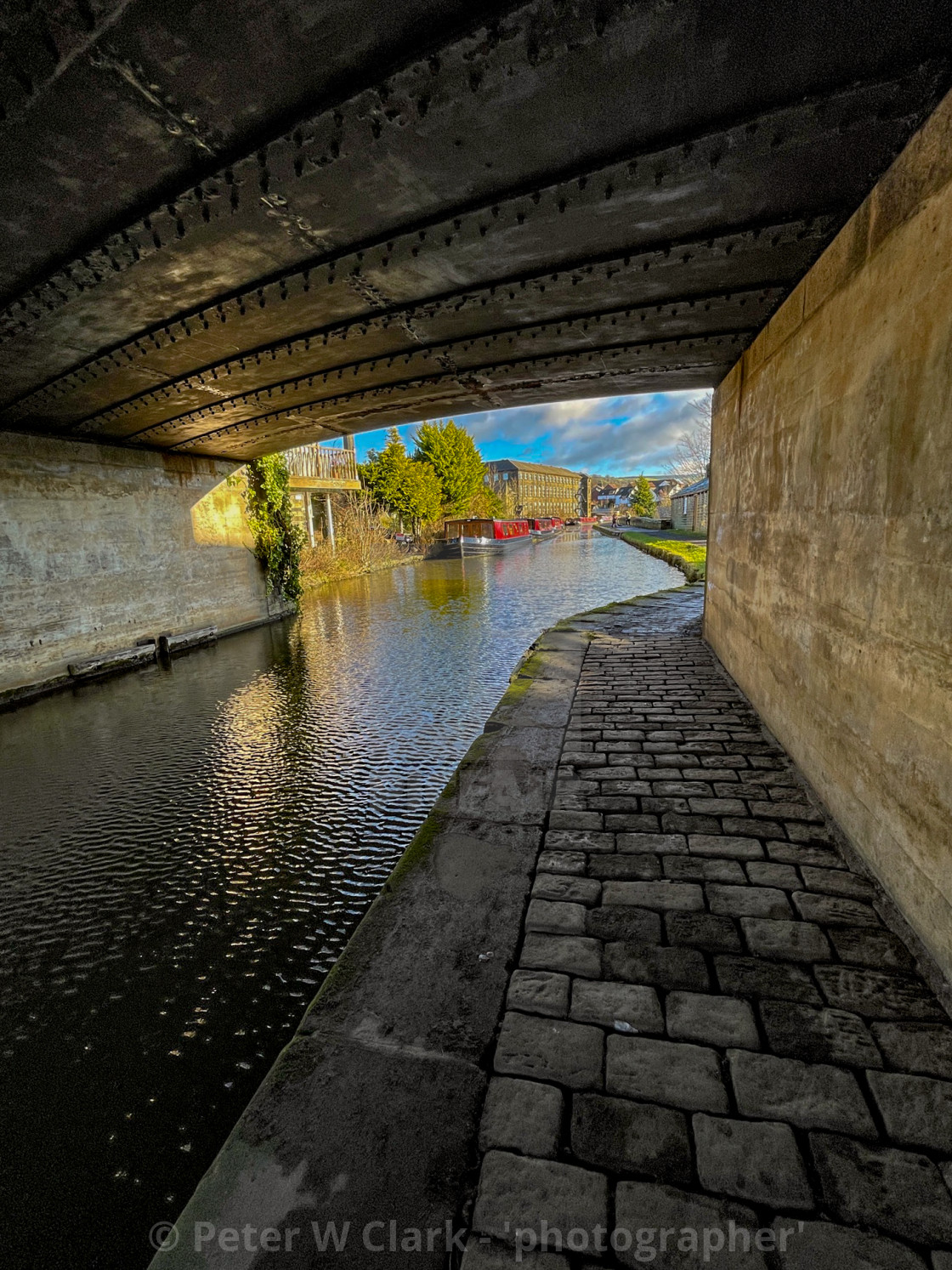 """Leeds and Liverpool Canal, Under Bridge no. 191A at Silsden (Cobbydale)"" stock image"