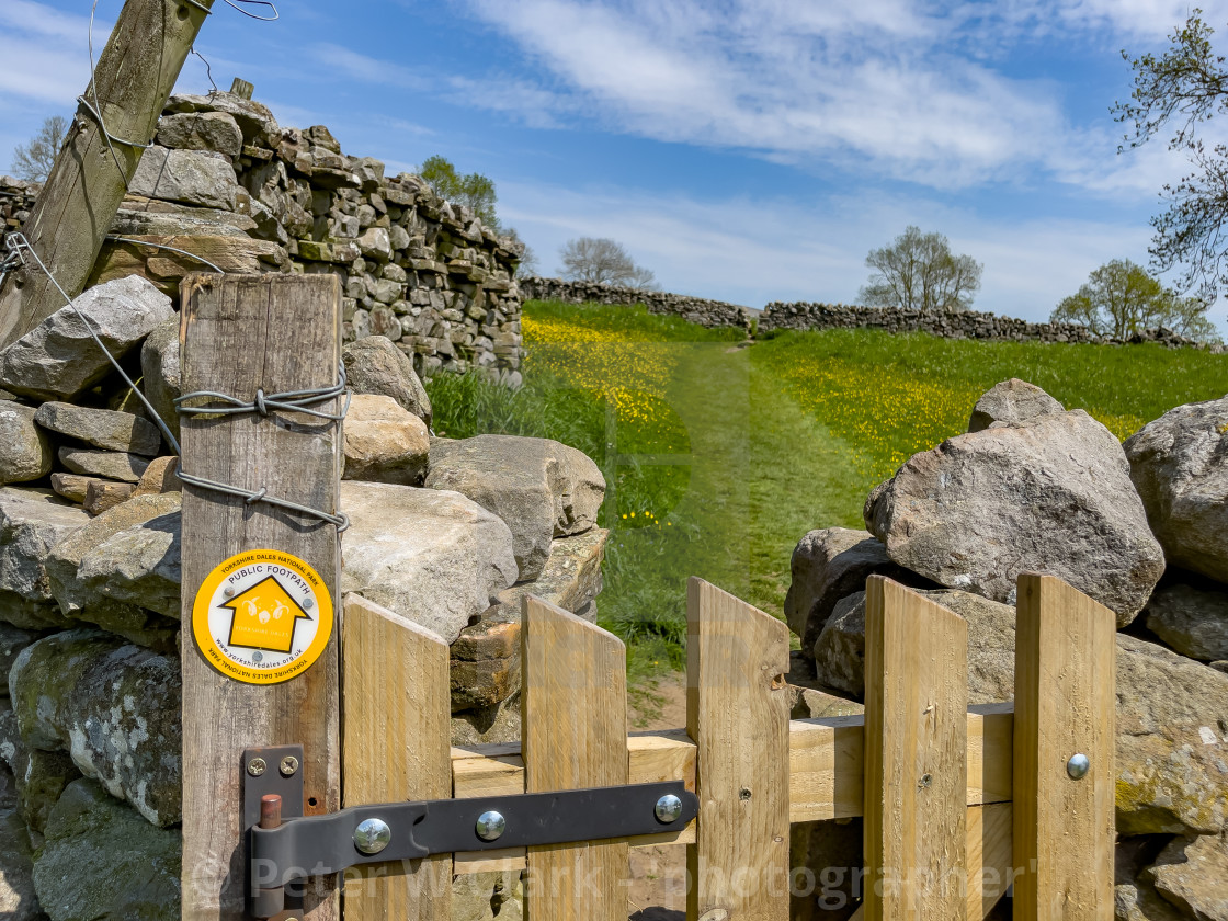 """""""Public Footpath Stile with Gate in Dry Stone Wall, Reeth, Swaledale."""" stock image"""