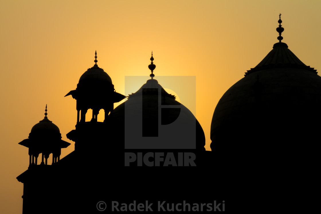 """Sunrise at Taj Mahal: jawāb - the answer"" stock image"