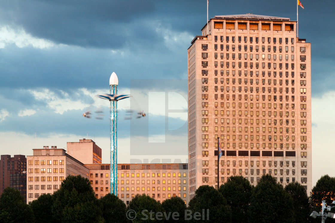"""""""The Shell Building by the Thames on Southbank"""" stock image"""