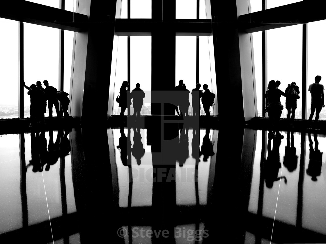 """""""Freedom Tower silhouette sightseers"""" stock image"""