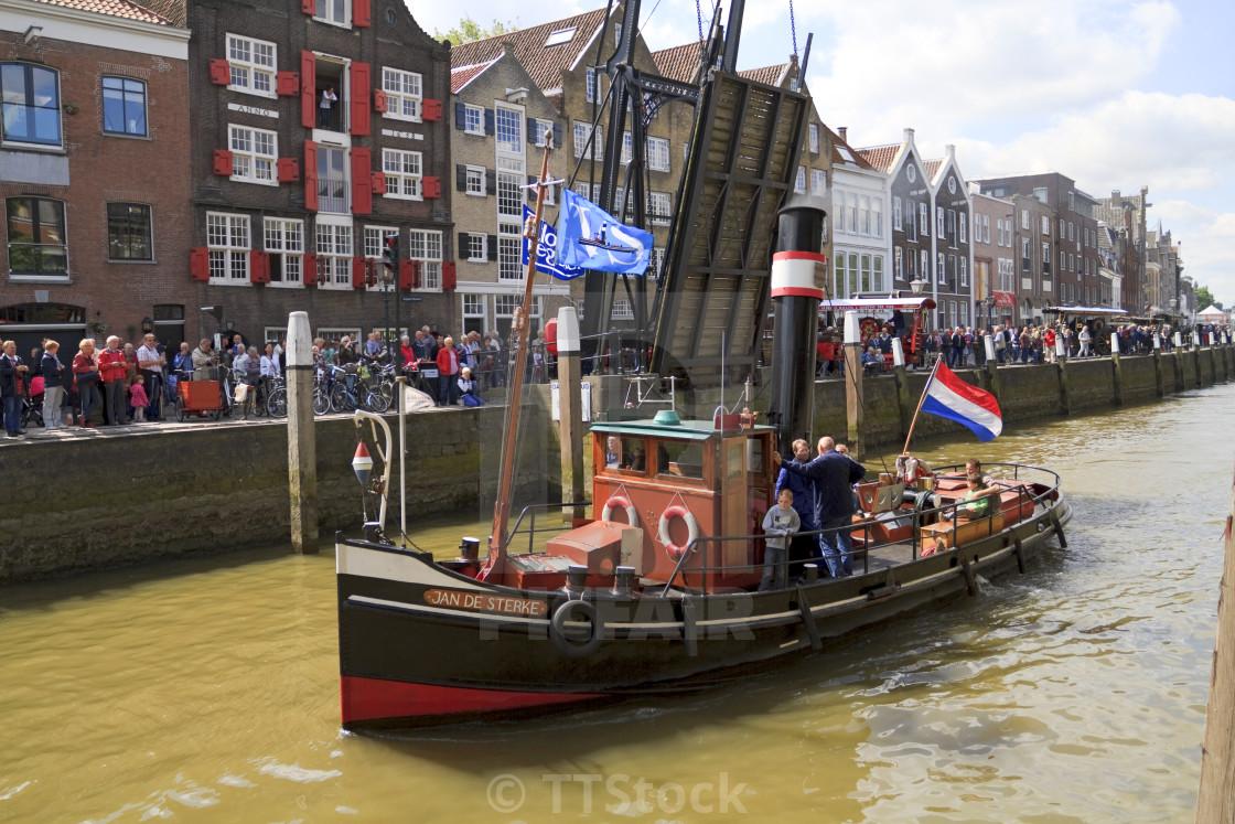 Jan de Sterke leaving harbor