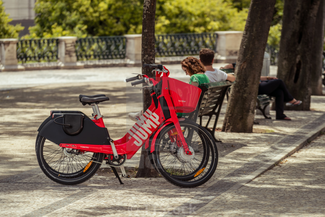 Uber-Jump electric bicycle in a Lisbon park