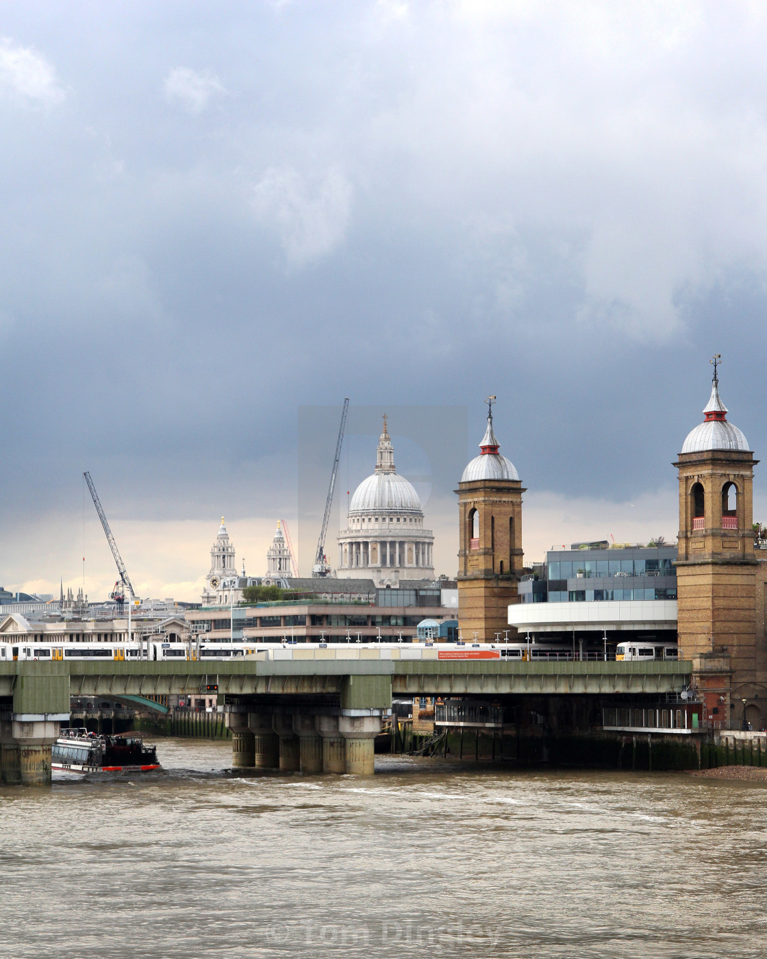 """""""St Paul's Cathedral against dark skies"""" stock image"""