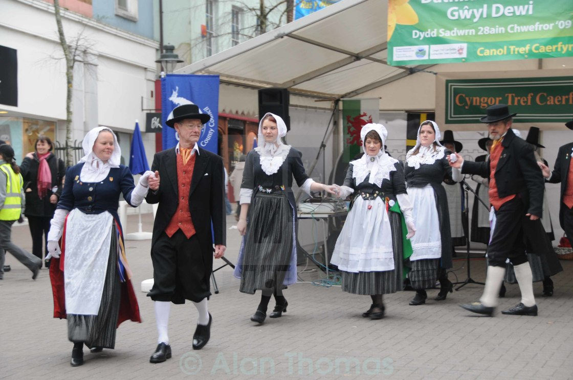 """""""Welsh folk dancers performing their dance routine on St. Davids"""" stock image"""