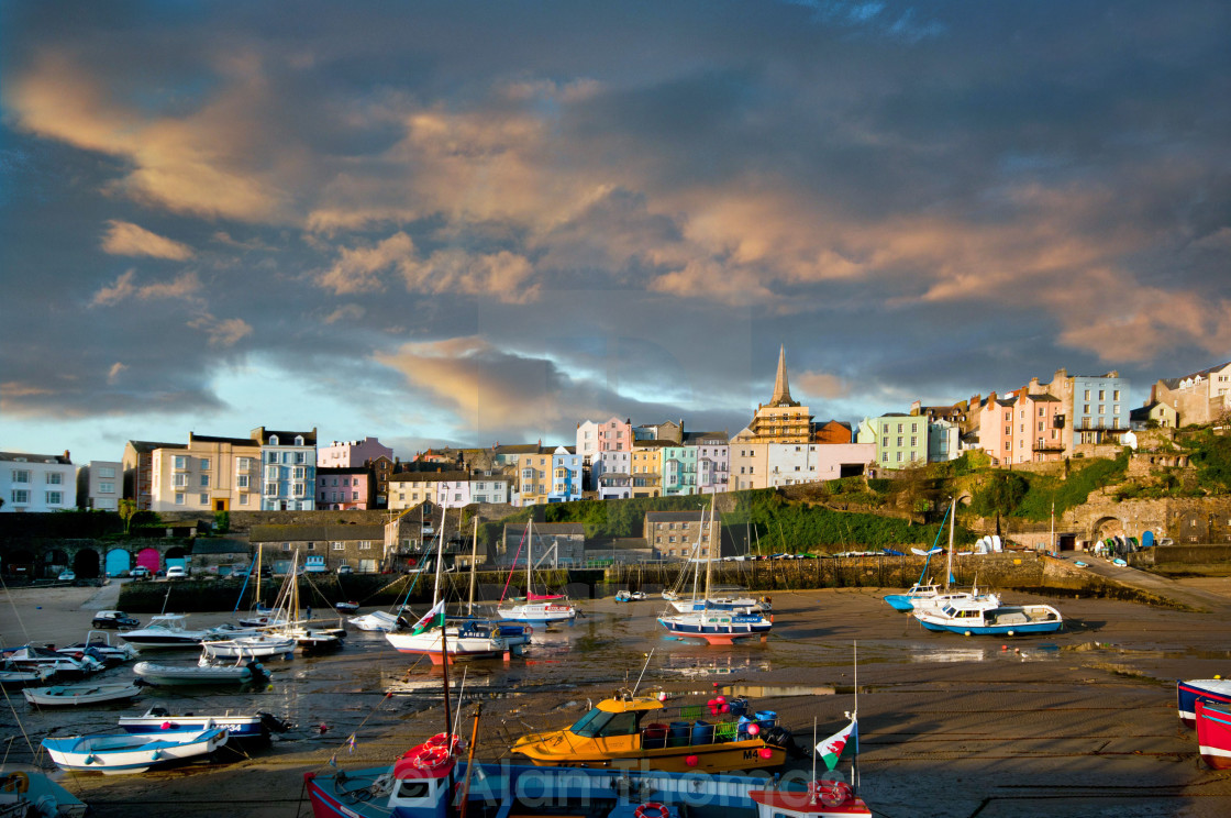 """""""The beach front at Tenby town in Pembrokeshire"""" stock image"""