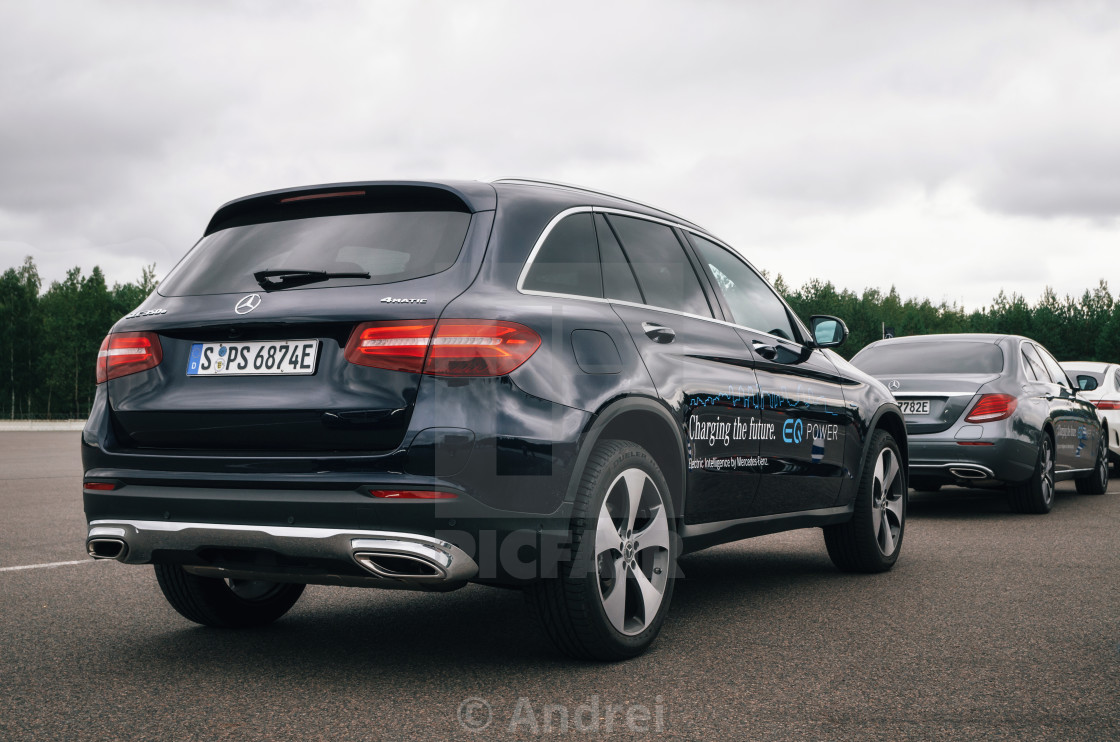 rear view of mercedes benz glc 350 e plug in hybrid license for on picfair. Black Bedroom Furniture Sets. Home Design Ideas