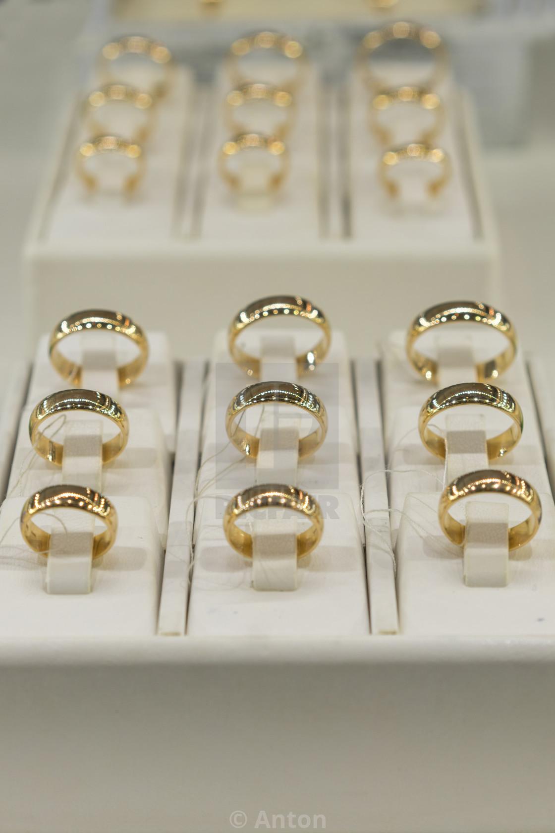 b64f97cf0b495 golden rings store. Wedding gold rings on the showcase. Wedding ring ...
