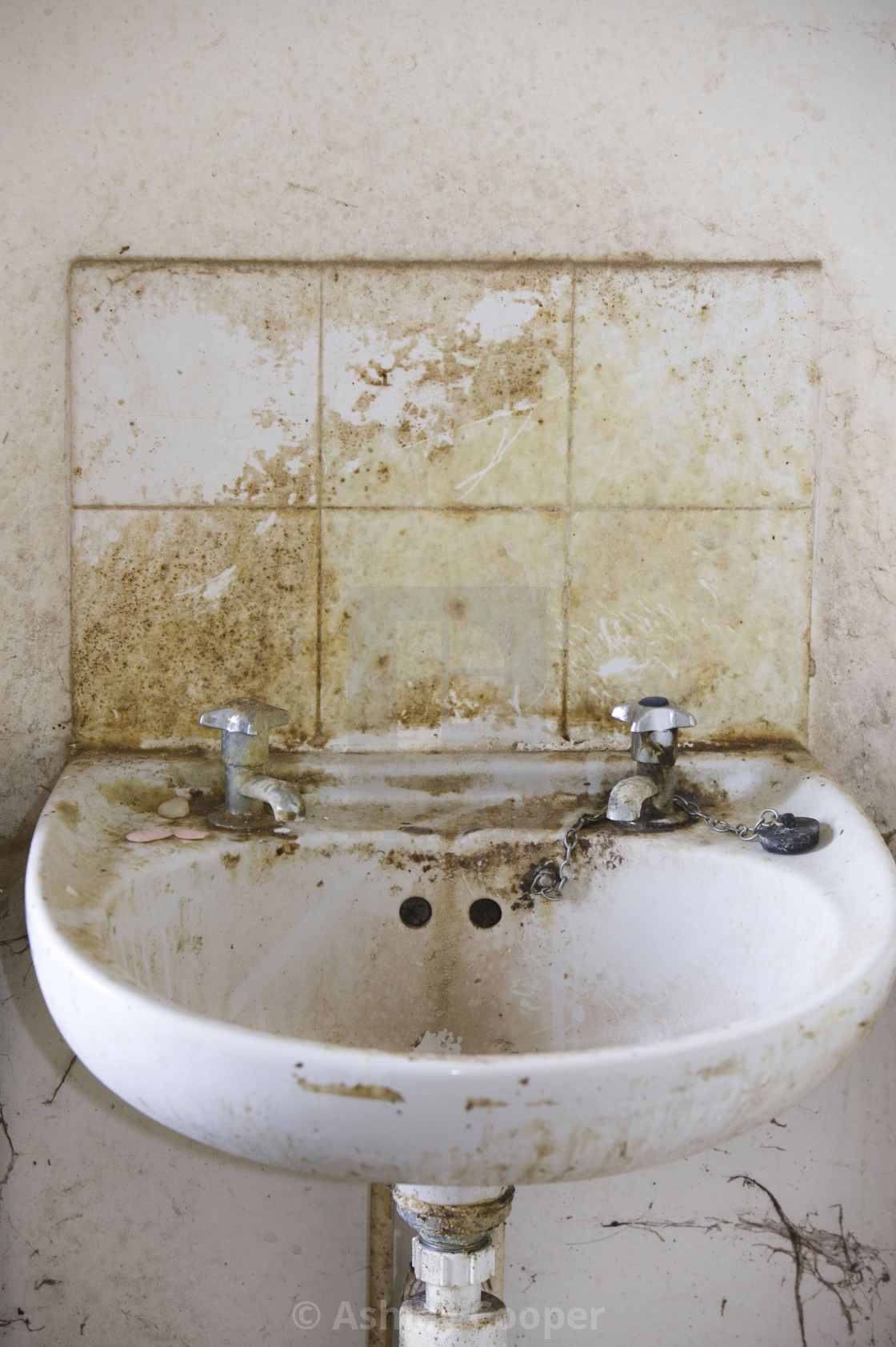 """A disgustingly dirty bathroom in an abandoned council house in Carlisle..."""