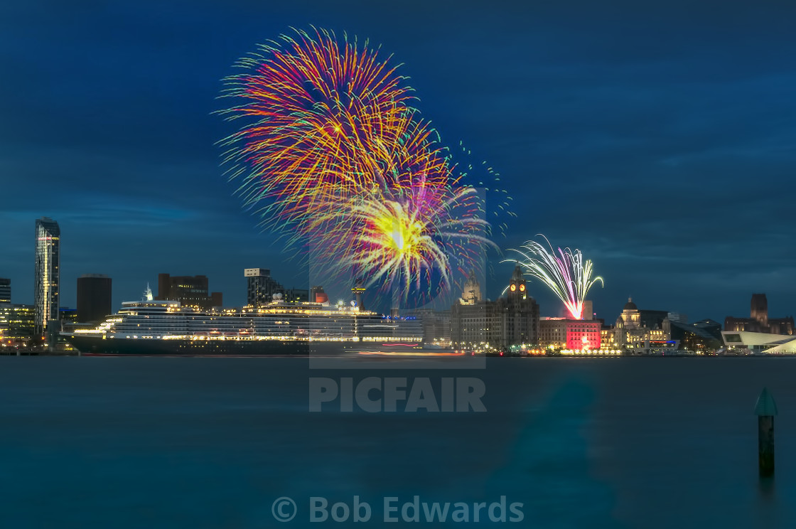 """""""The departure of the Queen Elizabeth from Liverpool Cruise Terminal"""" stock image"""