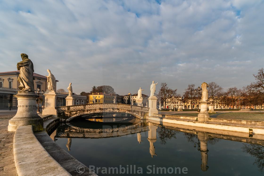 Prato della Valle, square in the city of Padua with the Memmia i