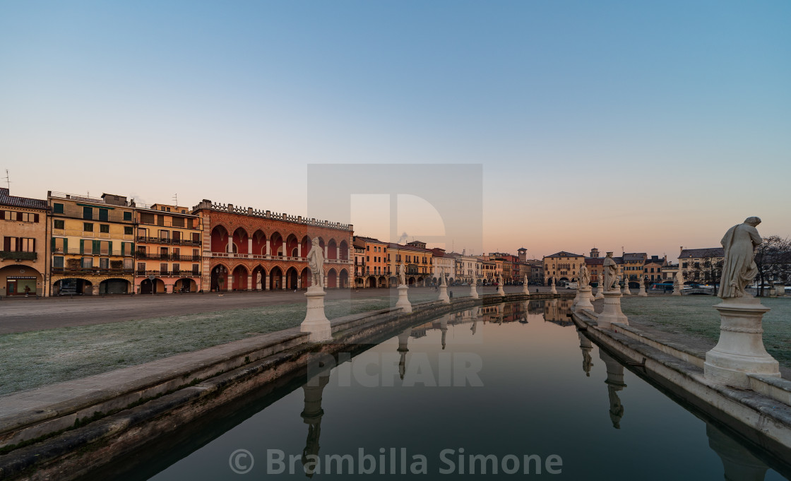 """Prato della Valle, square in the city of Padua with the Memmia i"" stock image"