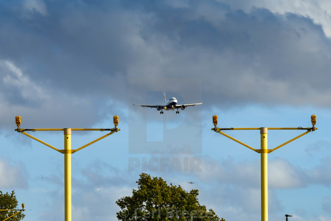 Landing lights at London Heathrow Airport with plane - License
