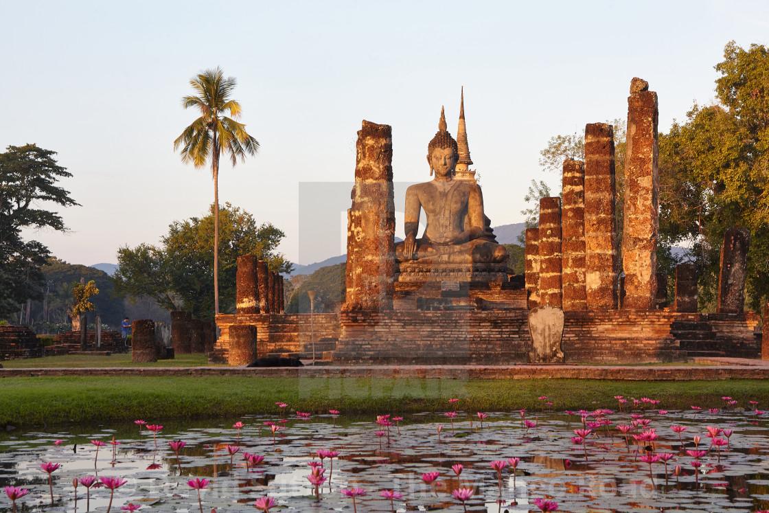 Wat Mahathat Sukhothai Historical Park Thailand License Download Or Print For 24 00 Photos Picfair